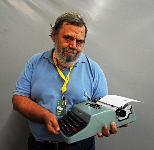Reporter Gianni MURA covers Le Tour using his Olivetti Lettera 32.  STORY and PHOTOs by James STARTT.